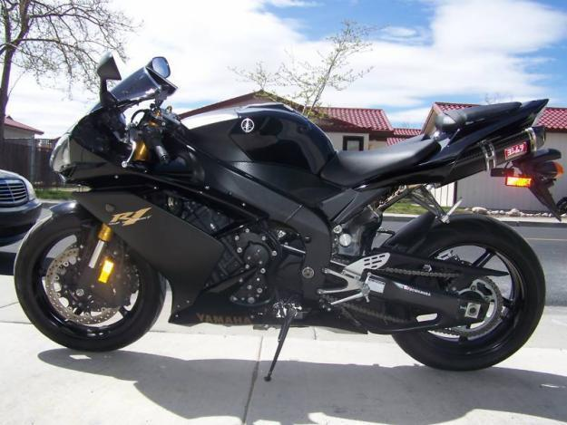 Black w/gold trim yamaha r1 must see!!!