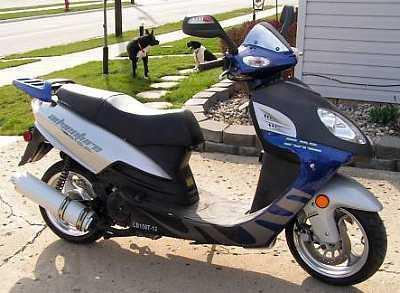 ★  2008 Arrow Scooter - 150cc - Like New!