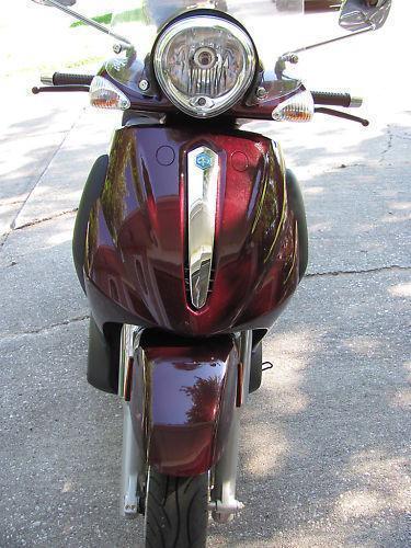 Piaggio BV500 Scooter