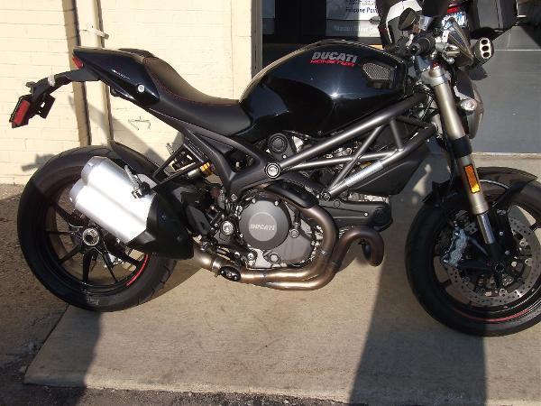 2011 Ducati Monster 1100 EVO (2012)