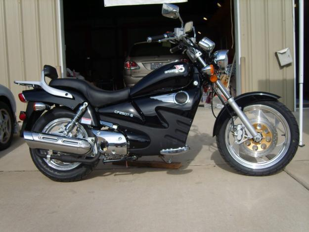 CFMOTO V5 Automatic Motorcycle