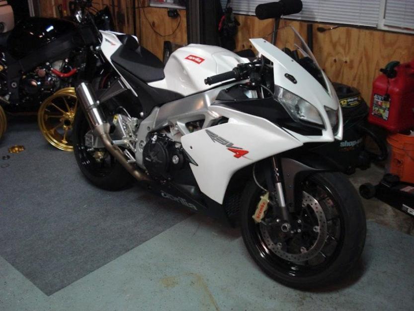 2010 Aprilia RSV4 R