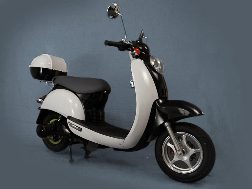 Roma Electric Scooter 2013. Matte. Bearly used with 1900 cycles left! (out of 2000)