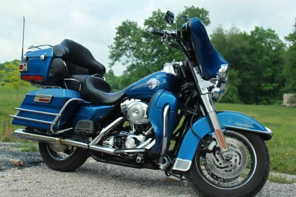 2005 Harley Davidson FLHTCUI Ultra Classic Electra Glide in , PA