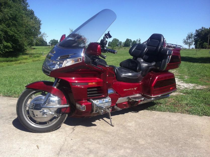 2000 GoldWing GL1500SE Anniversary Edition with lots of extras!